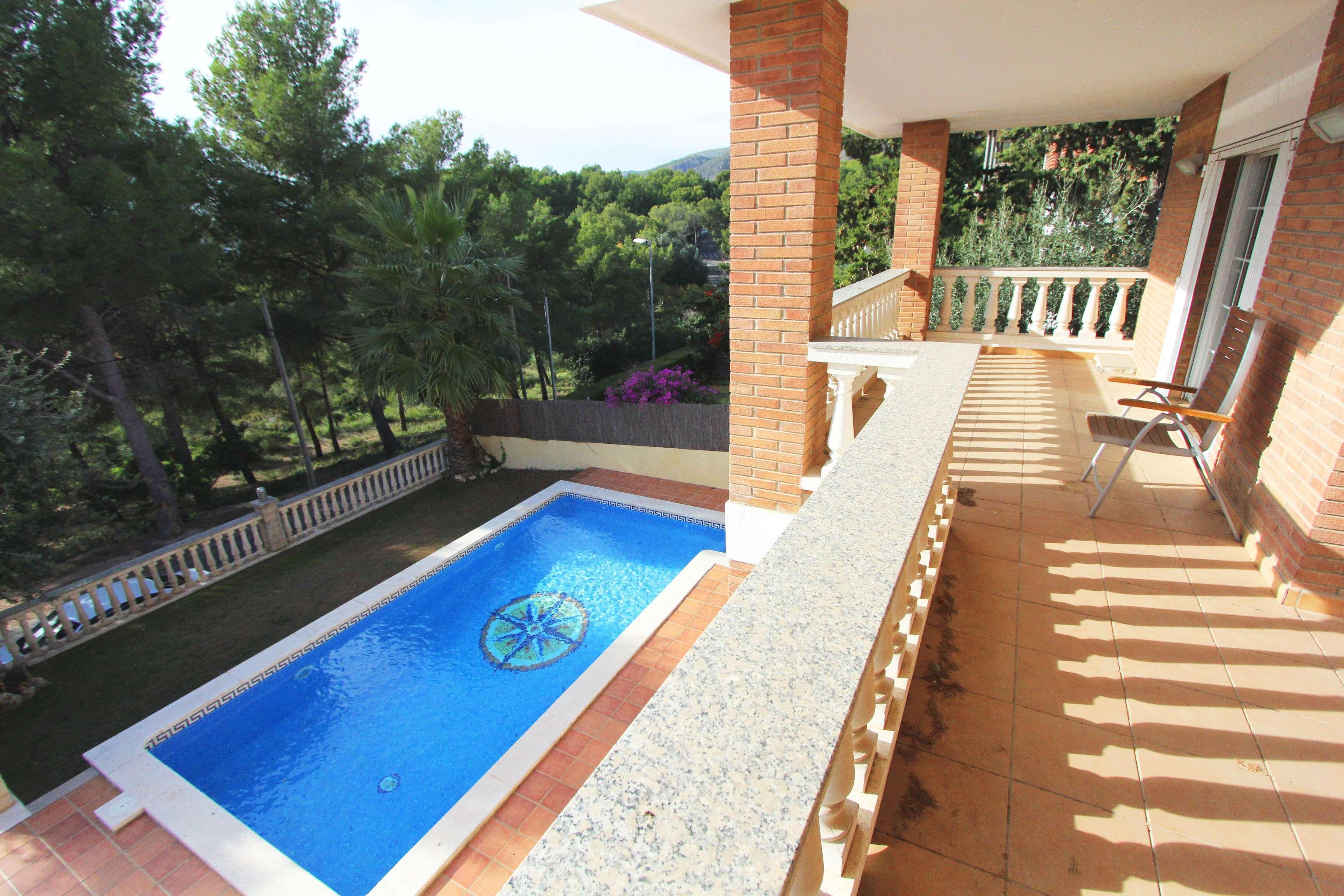 Дом с бассейном в Кастельдефельсе