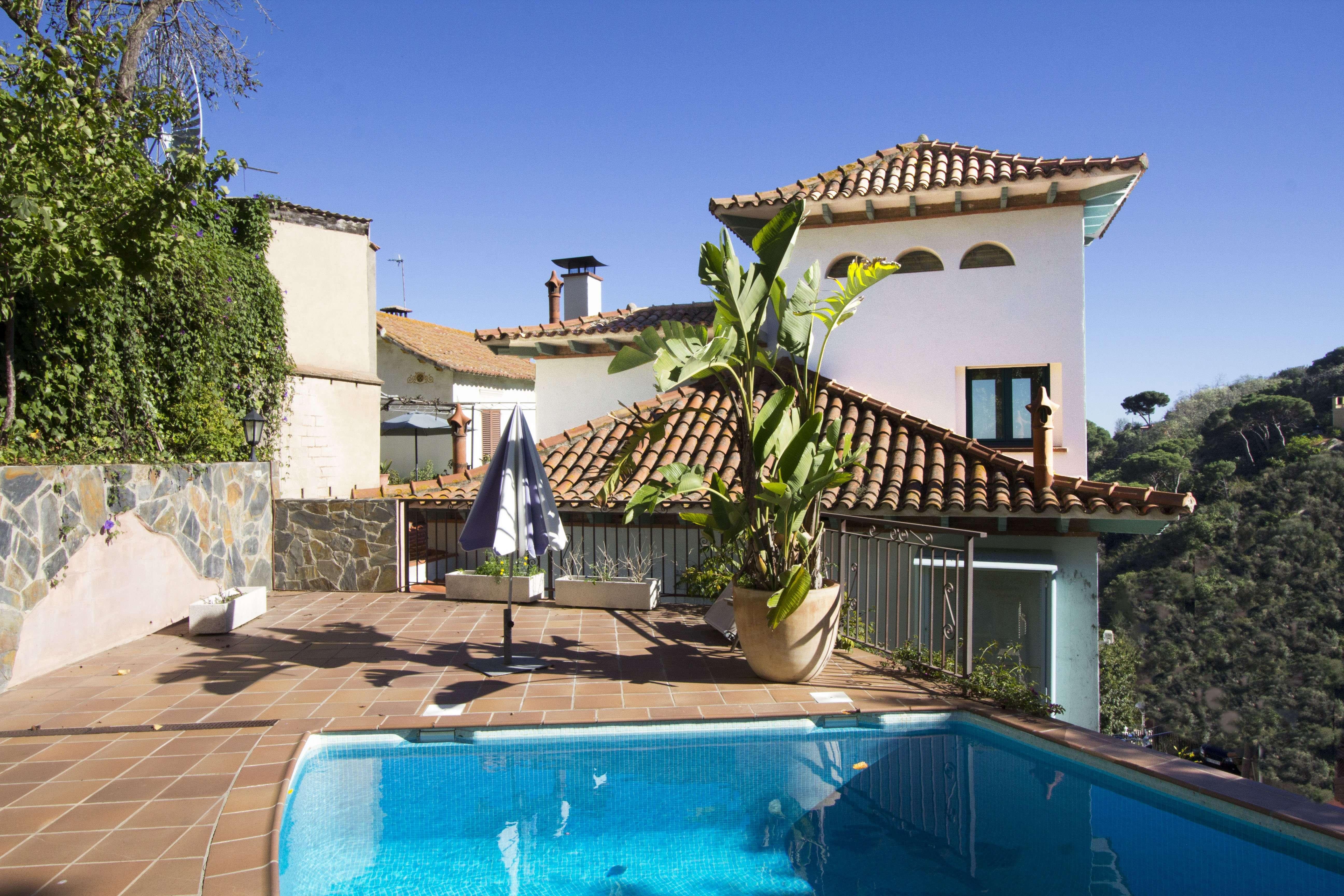Дом в Классическом Стиле в Барселоне
