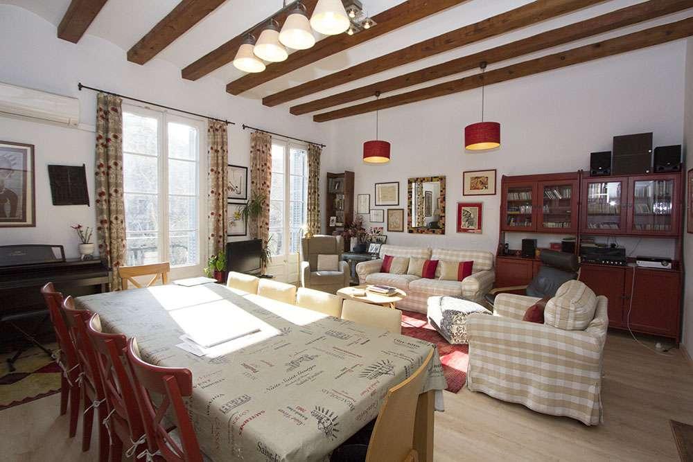 Прекрасная квартира в Eixample