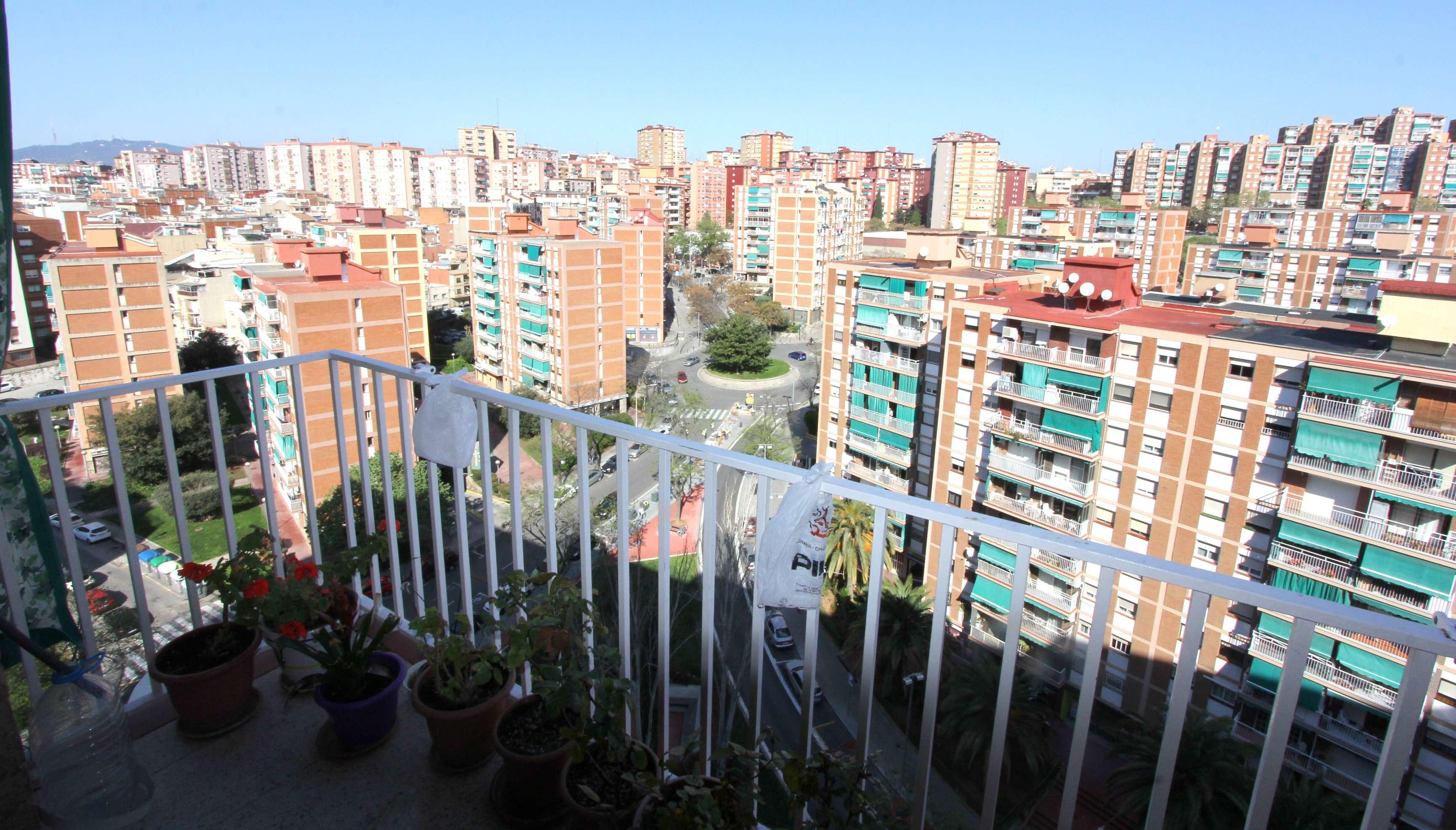 Экономная квартира в районе Llefià, Бадалона