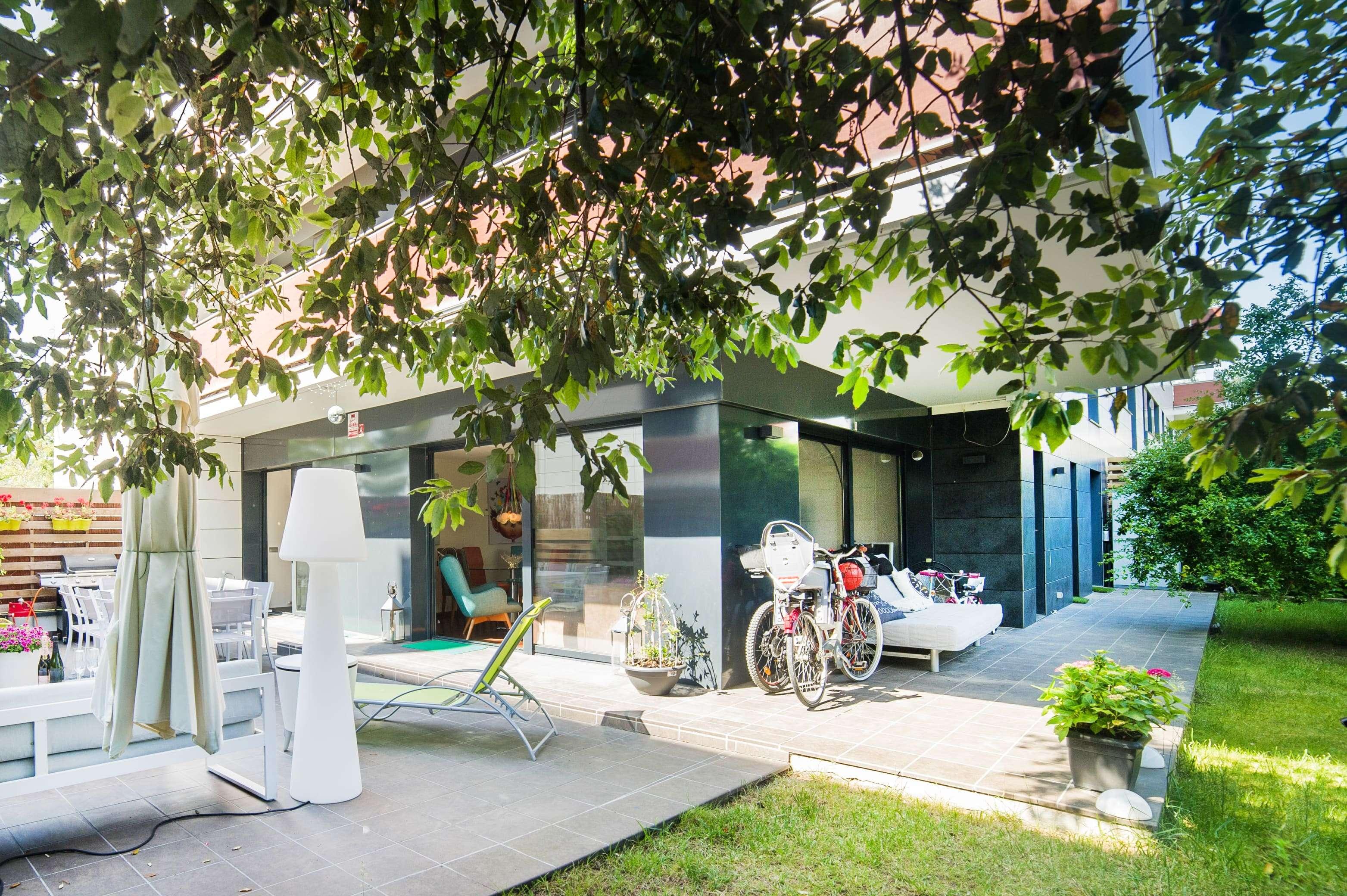 Апартаменты с дизайнерским интерьером, с собственным садом