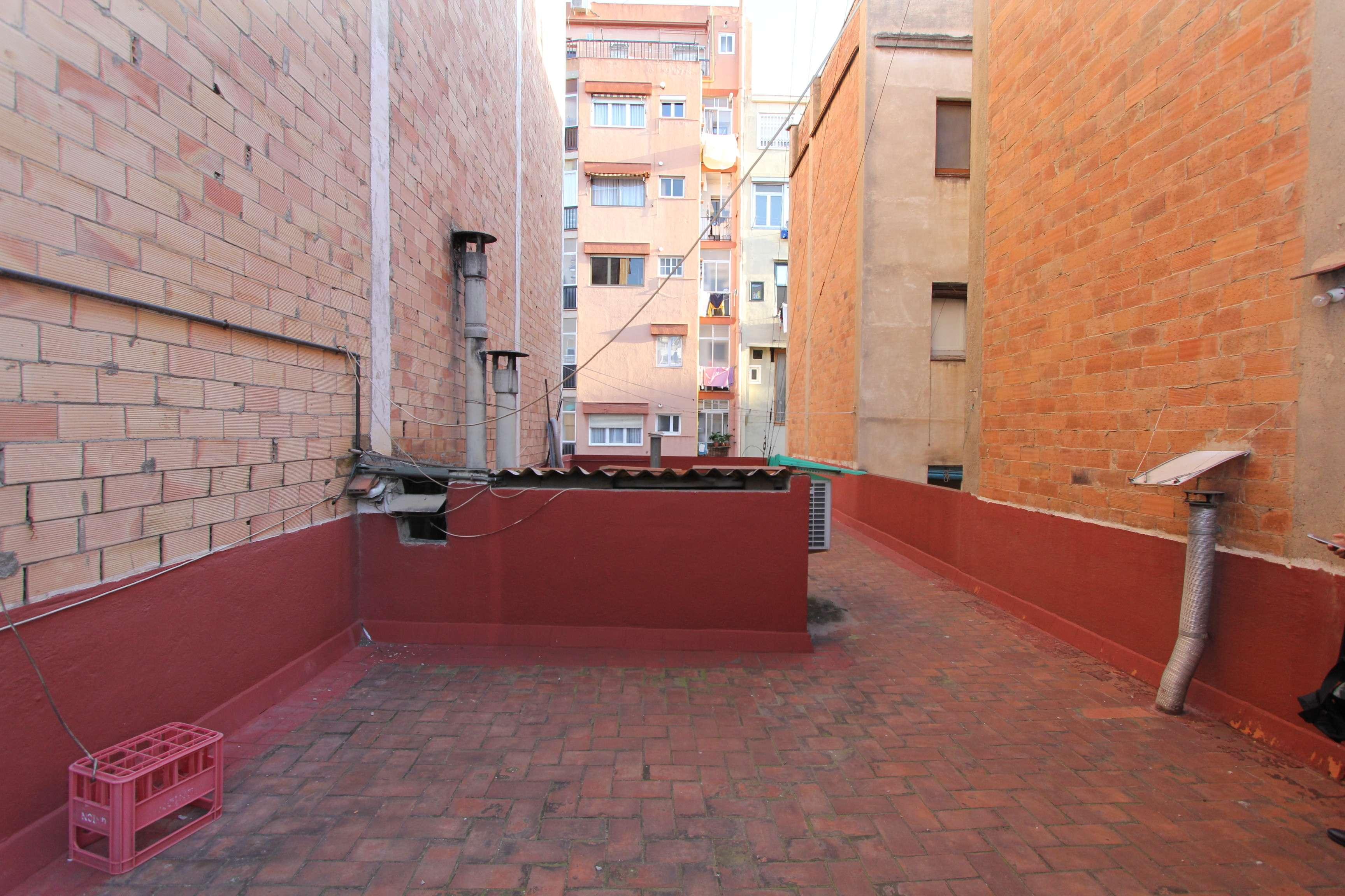 Здание на продажу в районе Клот, Барселона