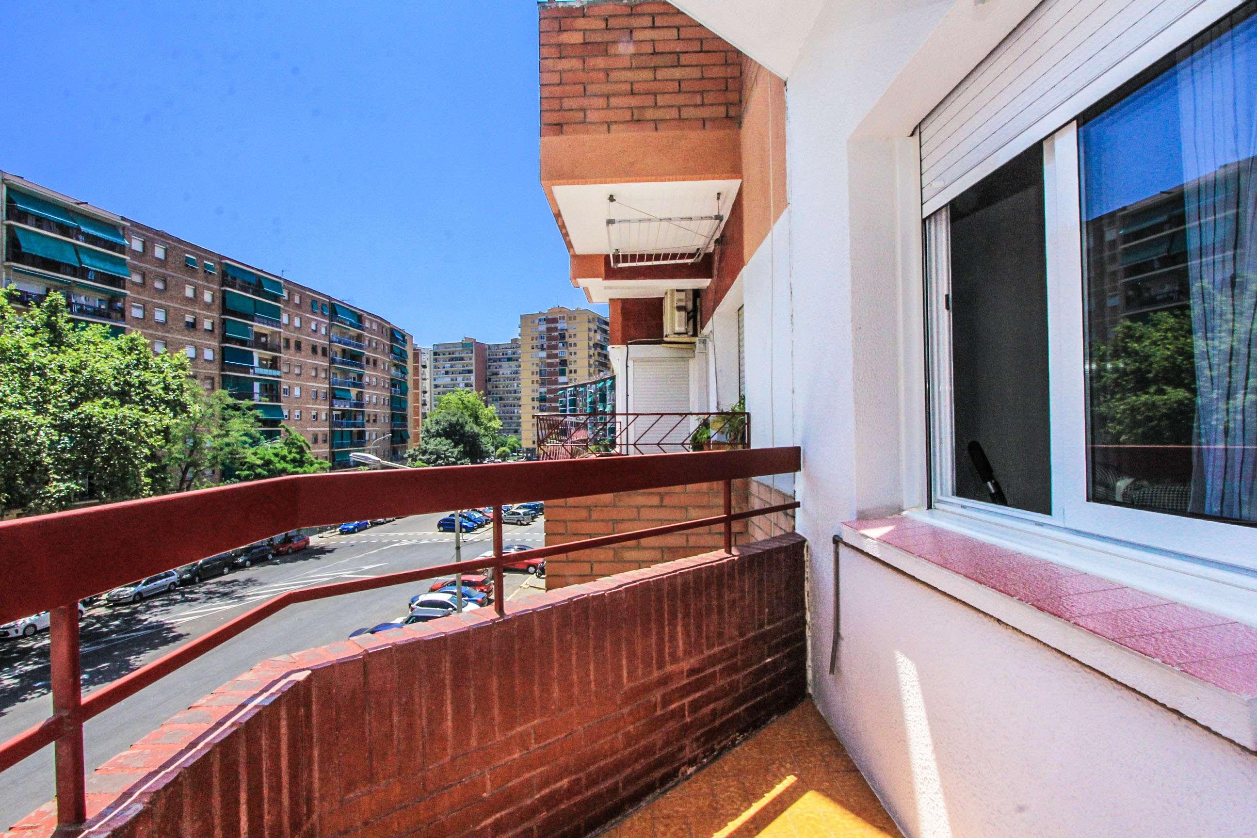 Квартира в районе Verneda с балконом