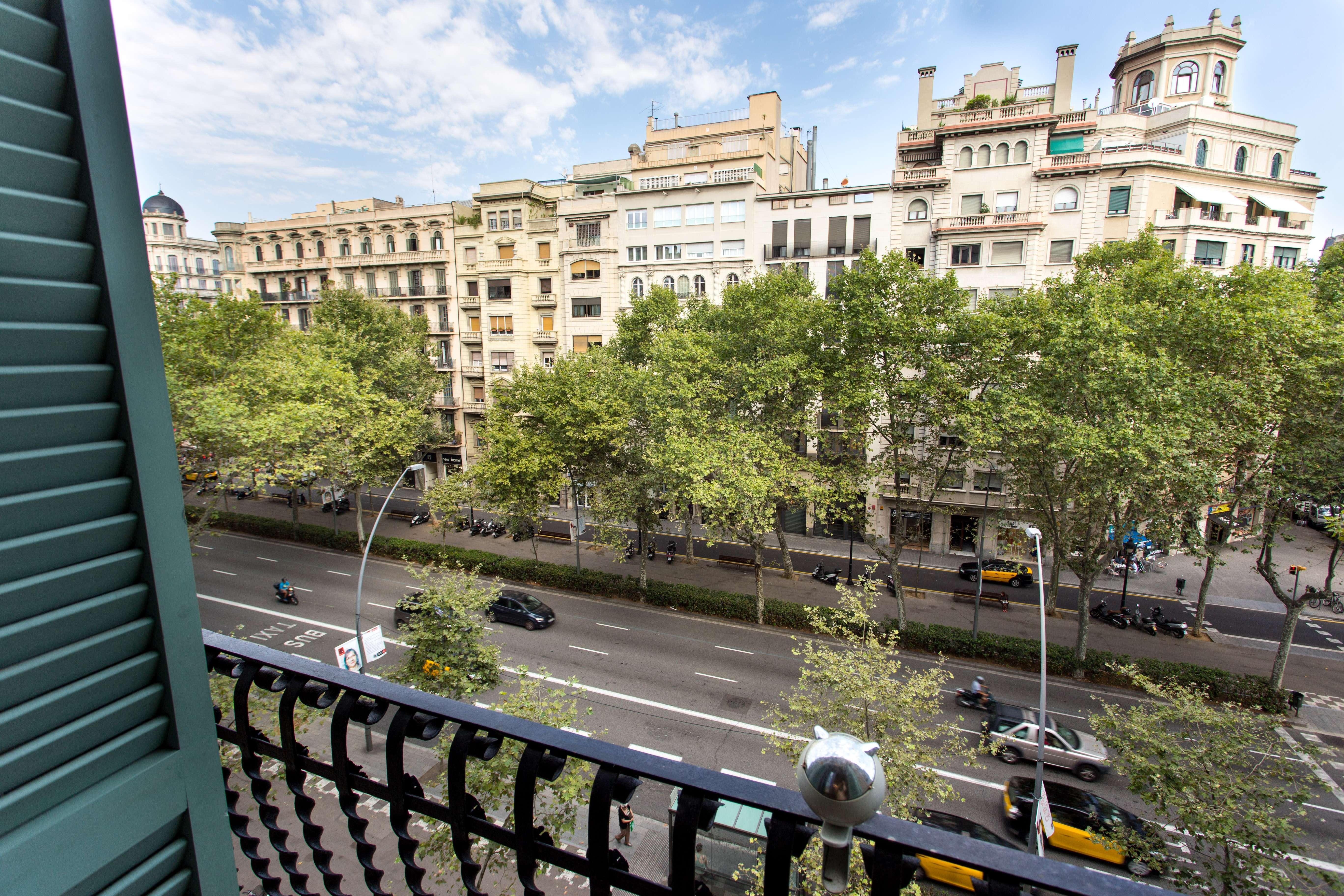 Прекрасная квартира на Gran via les corts Catalanes