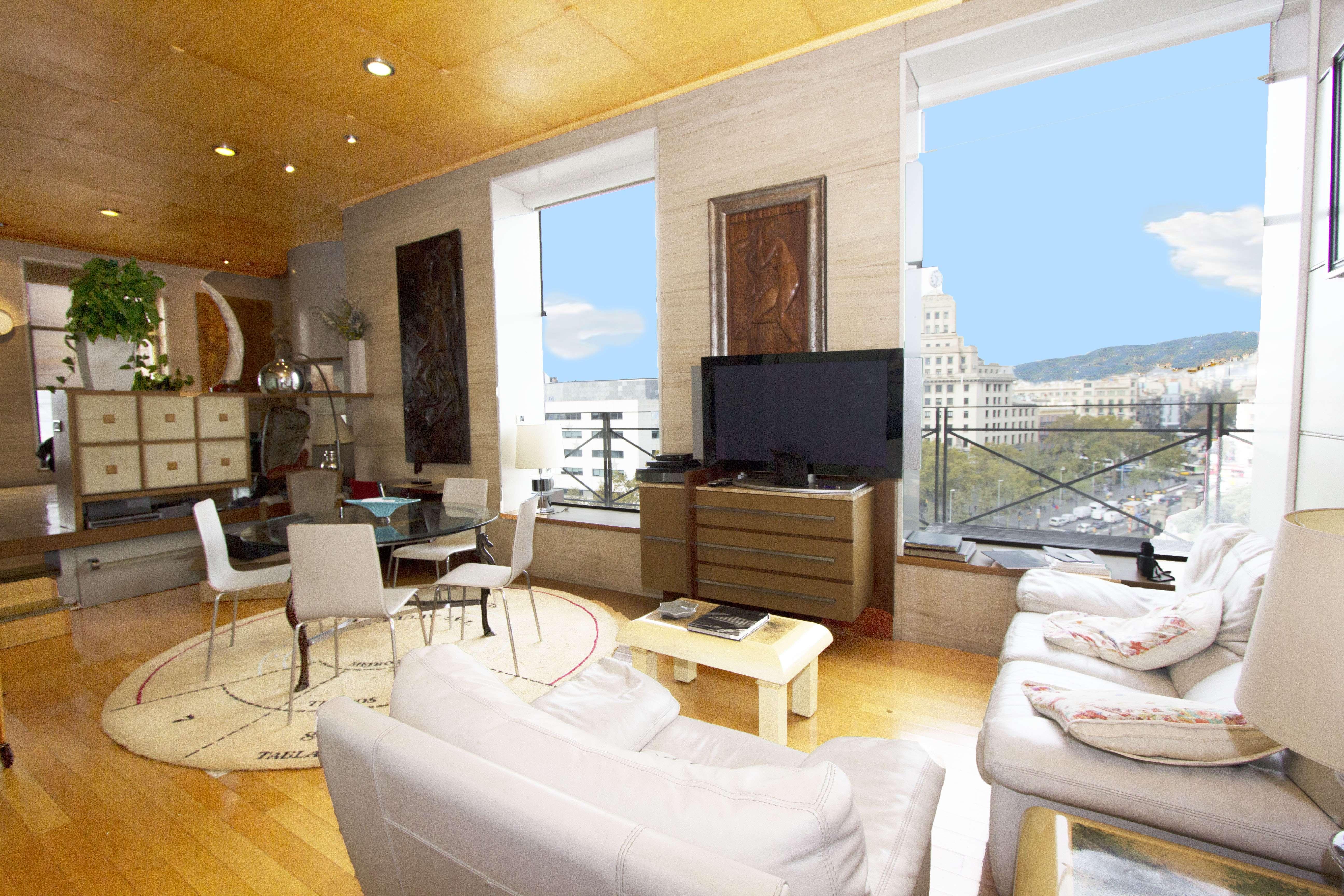 Элитные Апартаменты на Площади Каталонии