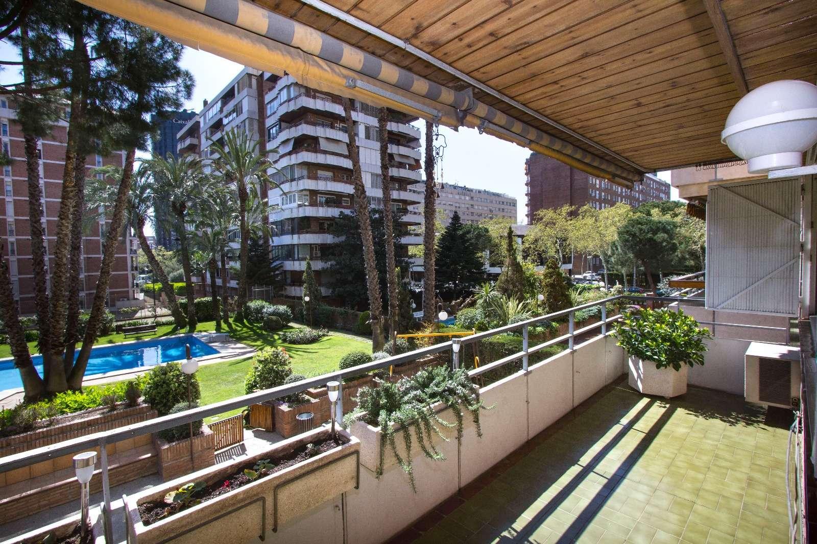 Квартира с бассейном в Pedrables